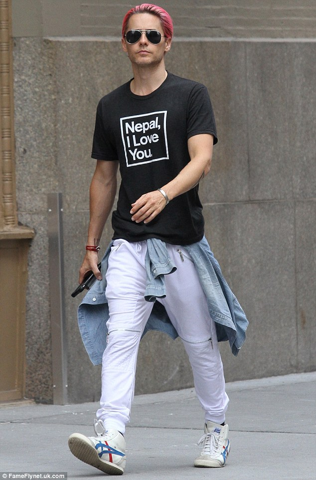 2D41B0B800000578-3268276-More_modest_style_Jared_Leto_took_a_step_back_from_his_eclectic_-a-52_1444564858437